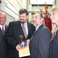 De gauche à droite : Yves Lévesque (maire de Trois-Rivières), Gheorghe Marin (directeur CMQ), Denis Lebel (ministre Transports Québec) et Karine Provencher (présidente c.a. Cégep de Trois-Rivières).