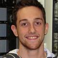 Anthony Pélissier, technologue en électronique industrielle à l'usine Toiture Mauricienne du groupe Barette Structural Inc.