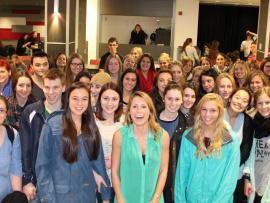 Lydiane St-Onge (au centre) accompagnée d'étudiants du Cégep de Trois-Rivières.
