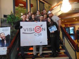Les membres de Vision C3R qui ont participé au colloque de l'ACEE. Sur la photo de droite à gauche : Mme Stéphanie Blais, Pierre Potvin, Rémi Pelchat, Jade Routhier, David Cloutier, Charlie Turgeon, Gabrielle Samson, Virginie Maltais-Marien, Maude Charbonneau, et Benjamin Gauthier.