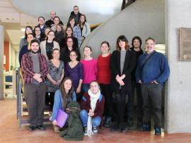 Sarah-Maude Beauchesne, auteure, et Sylvain Martel, enseignant au département des Techniques de documentation, ainsi que des membres de la communauté collégiale.