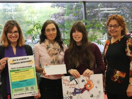 Roseline Duffault, bibliothécaire, Marie-Andrée Trahan, responsable de la Coopsco, Sarah Thibodeau, la gagnante du concours et Chantal Desrosiers, conseillère pédagogique à la DASPR.