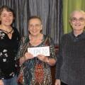Lise Ouellet, travailleuse sociale, accompagnée de Denise Côté, vice-présidente, et Marcel Gibeault, président de L'Association des retraitées et des retraités du Cégep de Trois-Rivières.