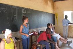 Jodie Sanscartier dans une école du Mali