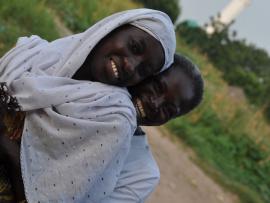 Deux femmes sénégalaises sourient